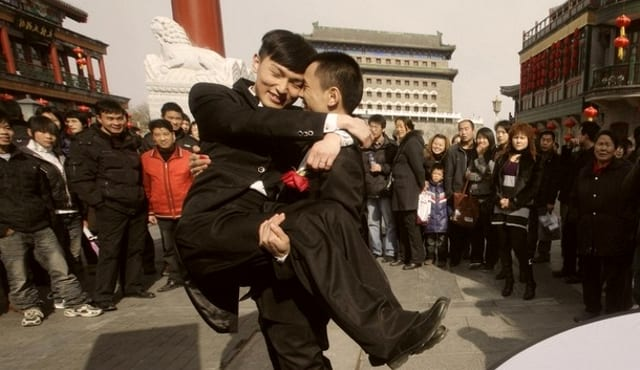 Acta De Matrimonio Simbolico : Un matrimonio gay simbólico desata debate mediático en china