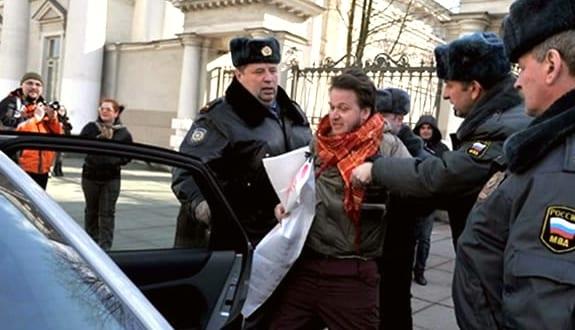 Detención de dos activistas gays