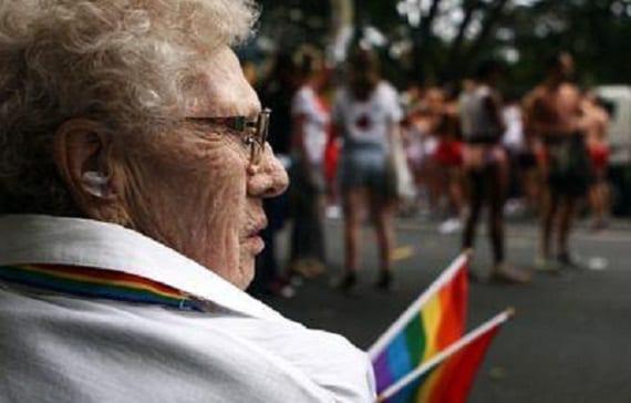 anciano gay algunos