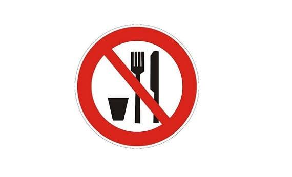prohibido comer o beber