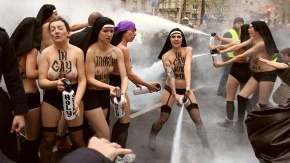 FEMEN París ultracatólicos