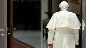 Ratzinger renuncia espalda