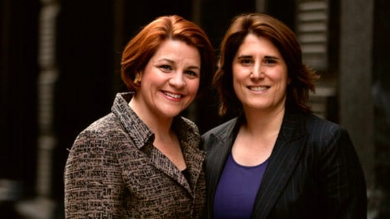 Christine Quinn (izq.) y su esposa, Kim Catullo
