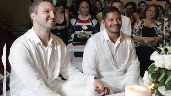 Felipe Cárdenas (izq.) y su esposo Andrés Vázquez