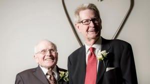 George Harris (izq.) y Jack Evans previos a la ceremonia de enlace