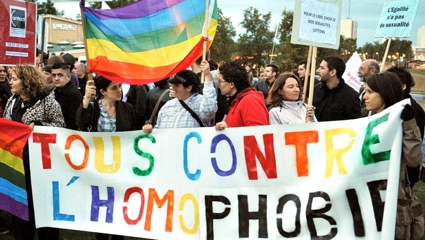 SOS Homophobie Francia