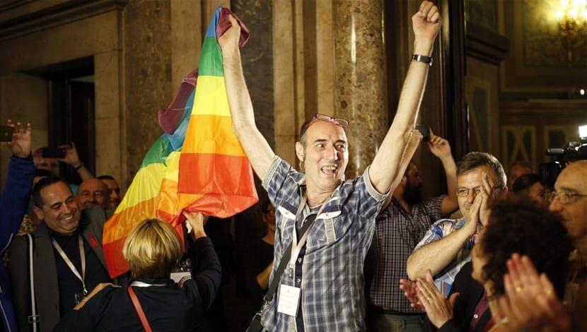 Cataluña Parlamento ley homofobia
